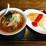 好来 - 料理写真:ラーメン ¥450  オムライス ¥650