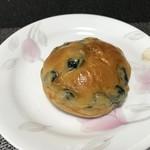 ベーカリー ハチマルニ - 黒豆パン(2018.5.17)