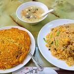 梅蘭酒家 - 左 梅蘭焼きそば 右 ランチの豚肉と小松菜チャーハンの大盛り