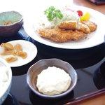 市場食堂 鶴の港 - 魚フライ定食 ¥850