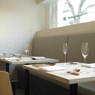 シンプルで美しい、美味しさの原点を追求する空間