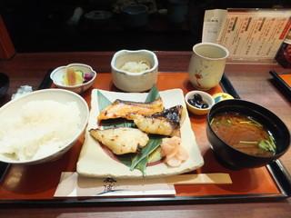 鈴波  中部国際空港店 - 食べるのじゃ 照りと匂いが食欲をそそるね