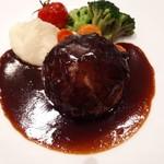 86009619 - ハンバーグステーキ                                              付け合わせのミルキーなマッシュポテトや野菜も美味しい。