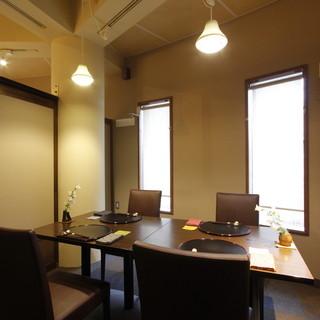 和の繊細な意匠が施された個室が、様々な祝膳をしとやかに演出