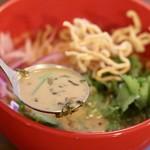 ワルンプアン ムム - ココナッツミルク入りのカレースープ