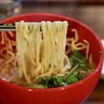 ワルンプアン ムム - 麺リフト