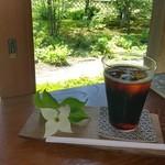 86014588 - ハマナスの花が添えられてきたコーヒー@600円