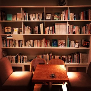 北欧風のモダンなカフェ空間で、ゆっくりリラックスした時間を…