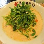 豆皿中華Q - 豆乳・豆苗担々麺690円。豆苗の下には肉味噌が隠れています。