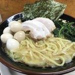 横浜ラーメン 湘家 - 料理写真:ラーメン醤油うずら5個トッピング(900円税込)