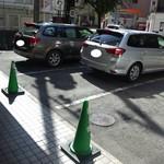 まるげん - 店頭駐車場
