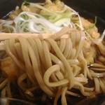 新月 - 麺アップ 平打ち麺