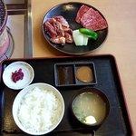 焼肉処 まるます家 - 『豚サガリ・牛カルビ定食』1080円♬♬