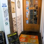 CAFE STRADA - 入り口の扉(情報量多め)