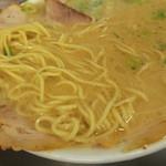 なおちゃんラーメン - 味わい深いスープも良いけど、自家製麺も素晴らしい。