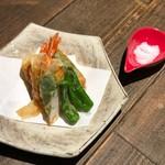 大和芋と海老の湯葉包み揚げ