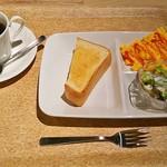 ソーネカフェ - ブレンドコーヒー(380円)、モーニング基本セット(トースト、サラダ、スクランブルエッグ)