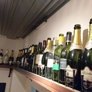 お肉にあうワインなどお酒も豊富に品揃え♪