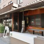 86039254 - お店はウッディな感じの外観で、ちょっとリゾートっぽい雰囲気でイイ感じです!
