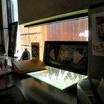 トライアングル - 左側の窓際のカウンター