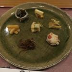 分田上 - 前菜盛合せ:山うどの味噌和え 大根の醤油漬け 筍の木の芽和え 茎若布の山椒和え いかなごの釘煮 おから 燻製チーズ1