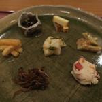 分田上 - 前菜盛合せ:山うどの味噌和え 大根の醤油漬け 筍の木の芽和え 茎若布の山椒和え いかなごの釘煮 おから 燻製チーズ2