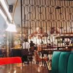 銀座大食堂 - 店内の様子。内装が3つのテーマに分けられていました。