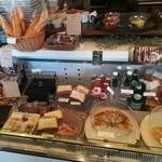 デリ&カフェ ドルチェヴィータ - お好きな商品をテーブルで食べてね