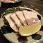 小桜 - スーチカー 豚の三枚肉の塩漬けはシンプルな美味しさっ