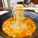 86047383 - 細麺がスープによく絡みます♡
