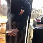 バンゲラズ キッチン - ホットチャイをエアーブレンド
