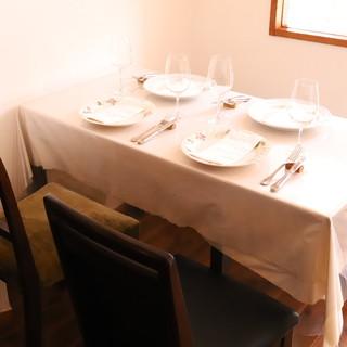 1人~2人様はカウンター、3人~6名様はテーブルで是非♪