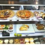 デリ&カフェ ドルチェヴィータ - 自家製オリジナルのタルトやチーズケーキ