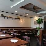 デリ&カフェ ドルチェヴィータ - くつろげるイートインスペース