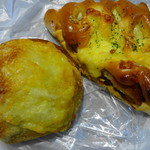 Panini KITCHEN ロイヤルベーカリー - 淡路玉葱の焼きカレーパン:グラタンコロッケパン
