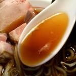 麺食堂 88 - 特製中華そばのスープのアップ