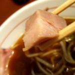麺食堂 88 - 特製中華そばの角切りレアチャーシューのアップ