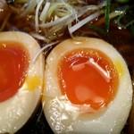 麺食堂 88 - 特製中華そばの煮玉子のアップ
