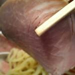 麺食堂 88 - つけそばのレアチャーシューのアップ