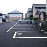 麺食堂 88 - お店の裏の共用駐車場(15台停めれます)