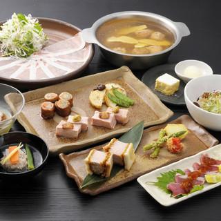 和の調理技術で創る豚料理は、素材の鮮度の高さが自慢です。