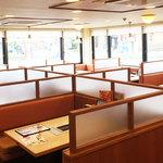 焼肉 宝島 - 大小さまざまな席をご用意しています。ファミリーで楽しめたり、団体(宴会)としても利用ください。(写真は系列店)