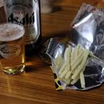 細重酒店 - 瓶ビール大(370円)とチーたら(120円)