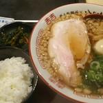八じゅう - 尾道らーめんセット 750円、味玉 100円、ご飯と広島菜キムチが付き大盛り無料になります