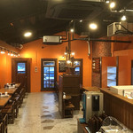 やっぱりステーキ -  広い店内とセルフサービスで食べ放題のサラダ・スープコーナー