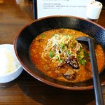 三国志  - 牛肉麻辣担々麺+ライス小。