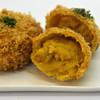 楽万コロッケ店 - 料理写真:チーズがとろける!優しいほんのりカレー味のコロッケです