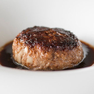 食材の魅力をストレートに生かす、実直で力強い一皿