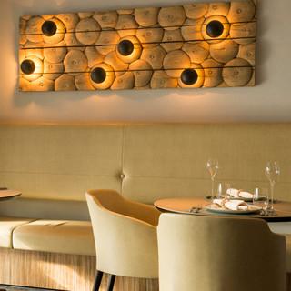 開放感に包まれる、シックとカジュアルが融合した美食空間