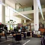 風の森 コスモポリタンカフェ - オープンカフェなので広々